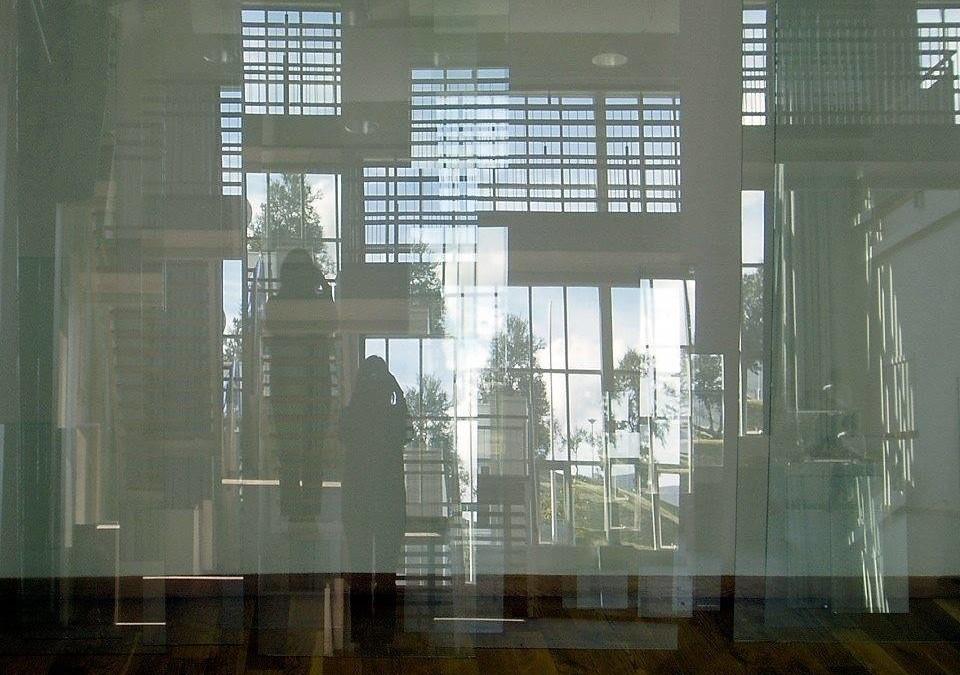 Í hljóði – A portrait of a building